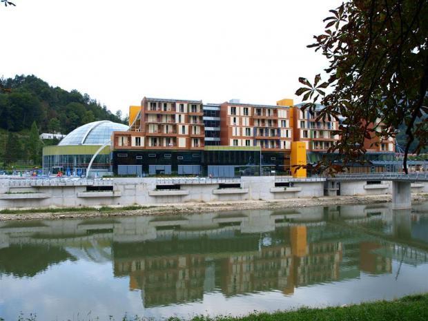 Hotel WPL - pogled sa reke